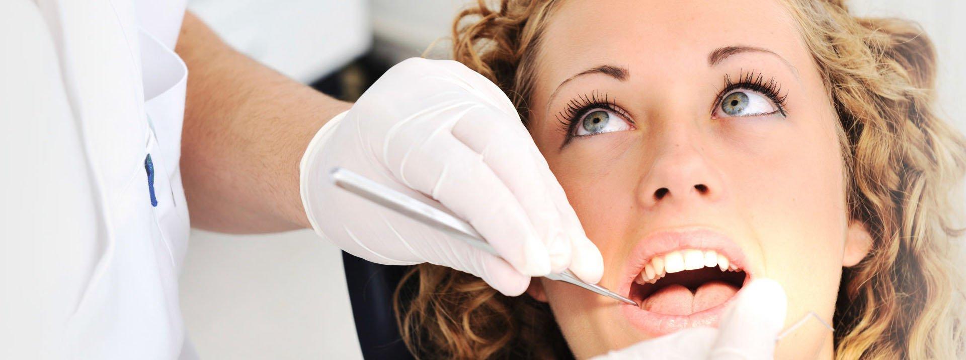 Профессиональная чистка зубов за 2500 руб. - Акция!