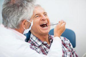 Проведение профессиональной гигиены у пациентов с зубными протезами