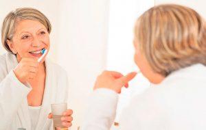 Как ухаживать за зубами и деснами в пожилом возрасте?