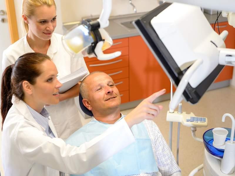 Уход за полостью рта после имплантации зубов